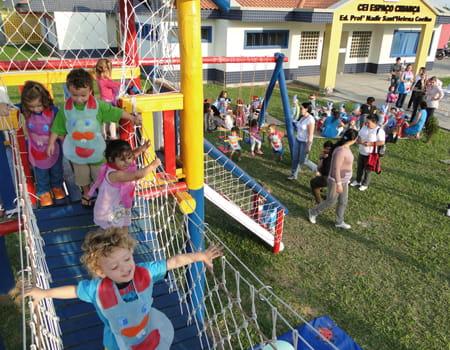 Como as brincadeiras influenciam o desenvolvimento saudável da Criança